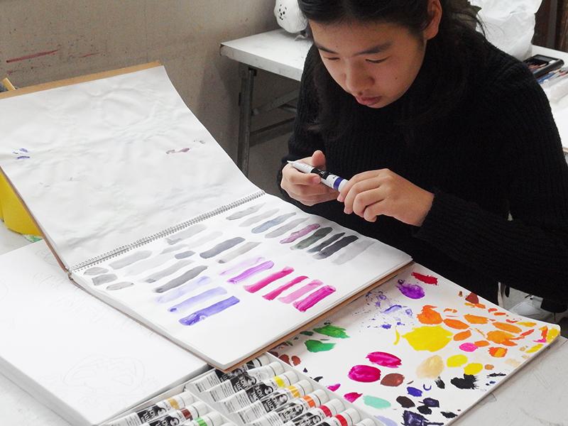 色彩を試し塗り中