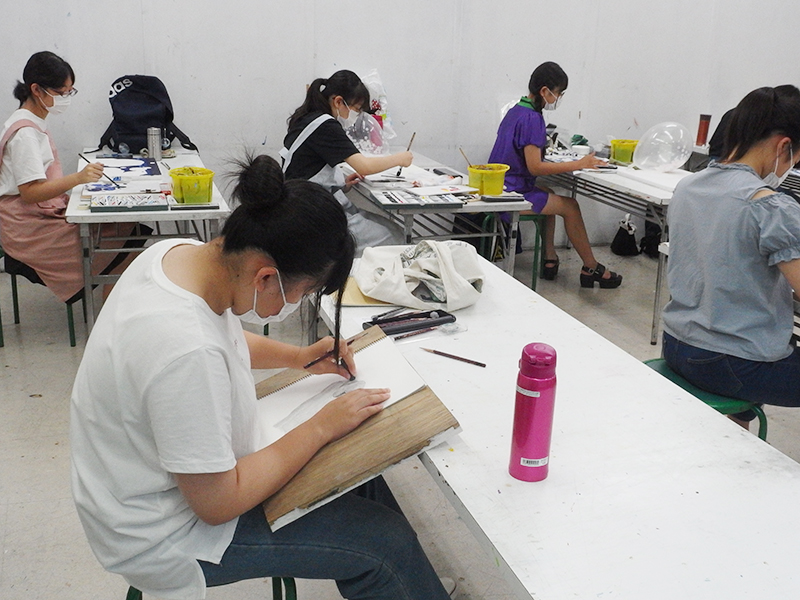 夏期講習会デザイン・工芸科、総合受験科の授業風景