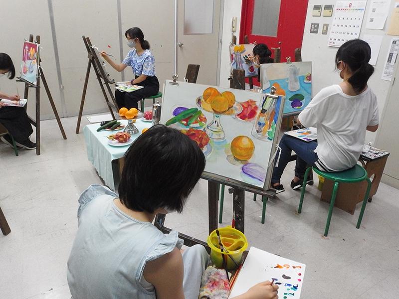 夏期講習会中学生美術科の授業風景